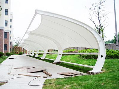 学校停车棚膜结构安装,学校遮阳棚膜结构